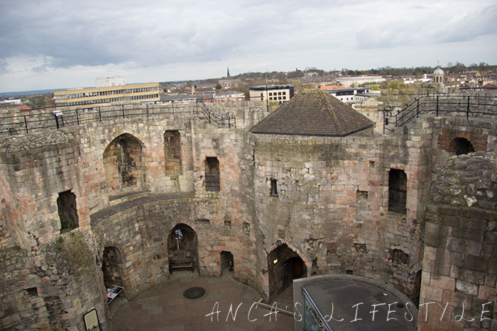 Clifford_tower_04