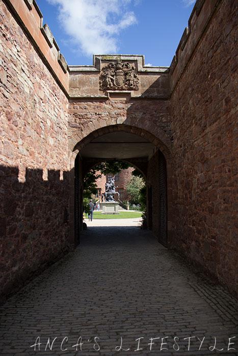 powis castle 02