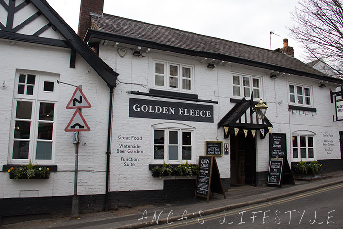 Pub in Lymm village Cheshire with terrace near the Bridgewater Canal