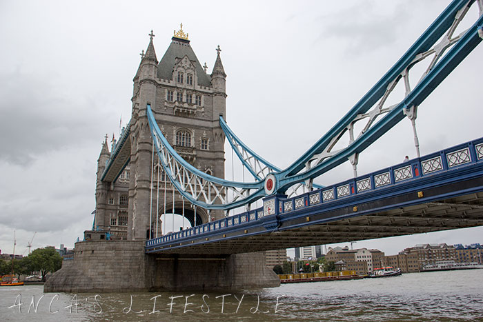 17 Tower of London and Tower Bridge