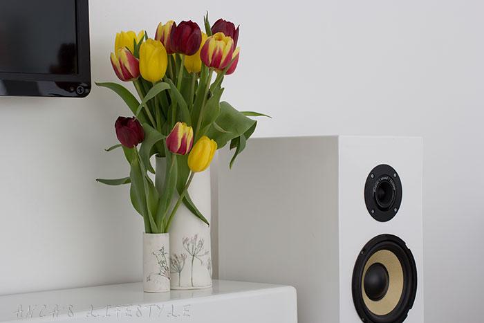 01 Handmade vase by Rose Dickinson