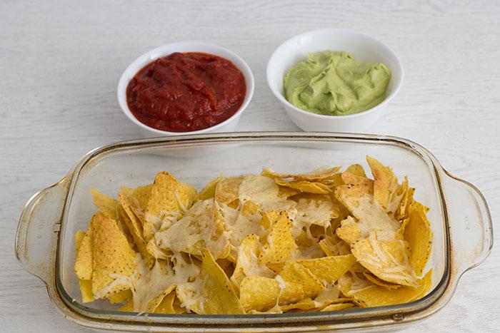 nachos-tomato-sauce-guacamole