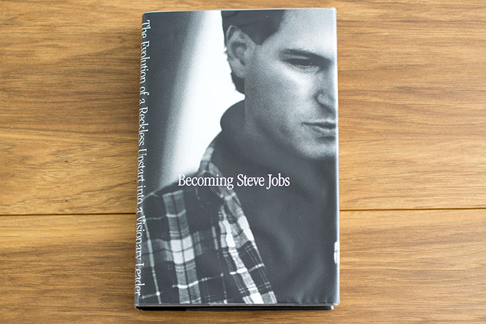 Becoming Steve Jobs. The evolution of a Reckless Upstart into a Visionary Leader by Brent Schelnder and Rick Tetzeli