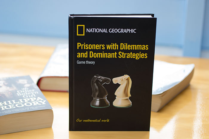 05 Prisoners with Dilemmas and Dominant Strategies. Game theory by Jordi Deulofeu