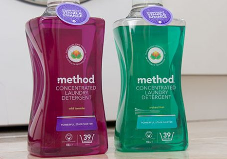 Method laundry detergent. Two bottles