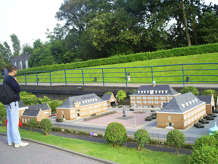 Size of buildings in Madurodam