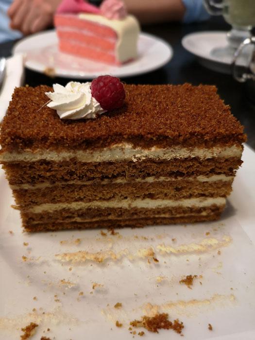 Cafe de Pierre. Honey Cake