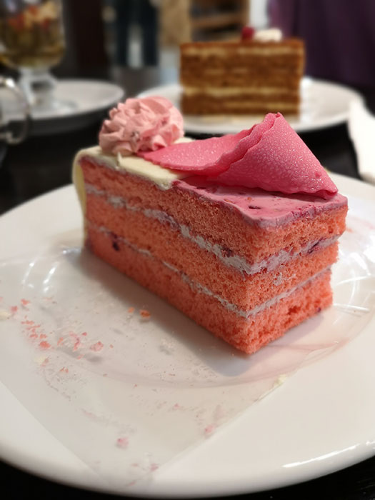 Cafe de Pierre. Raspberry Gateaux