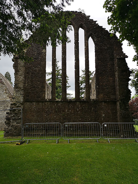 Inchmahome Priory. Ruin of wall with windows