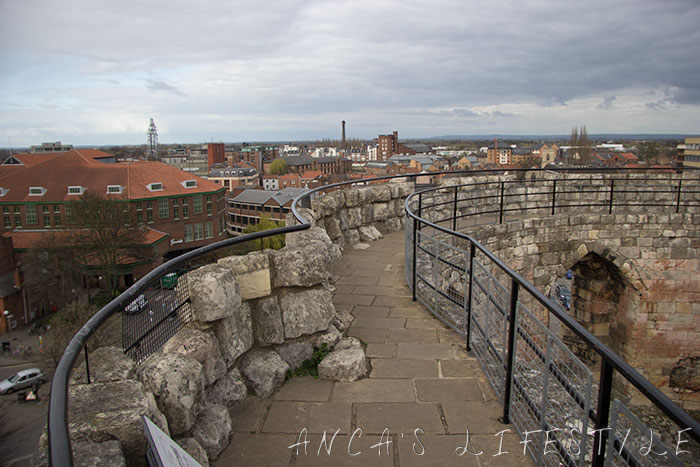Clifford_tower_05