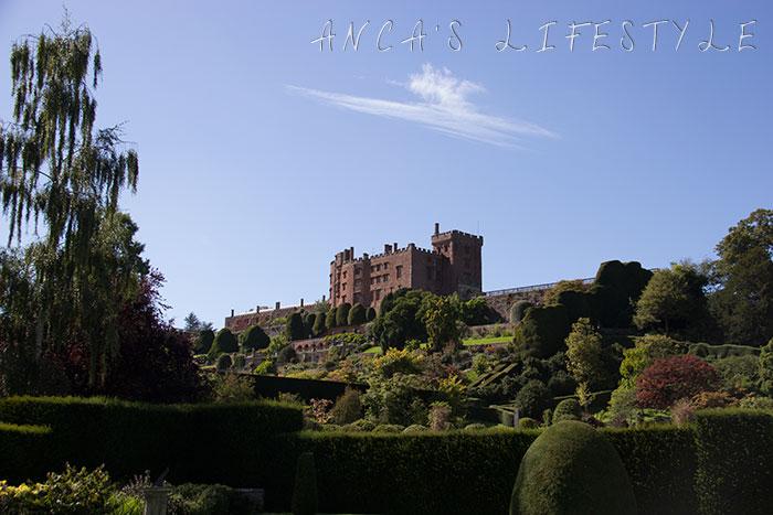 powis castle 01