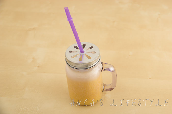 19 Banana and orange smoothie