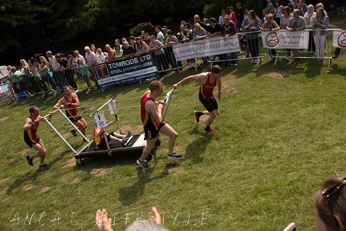 24 Knaresborough  bed race