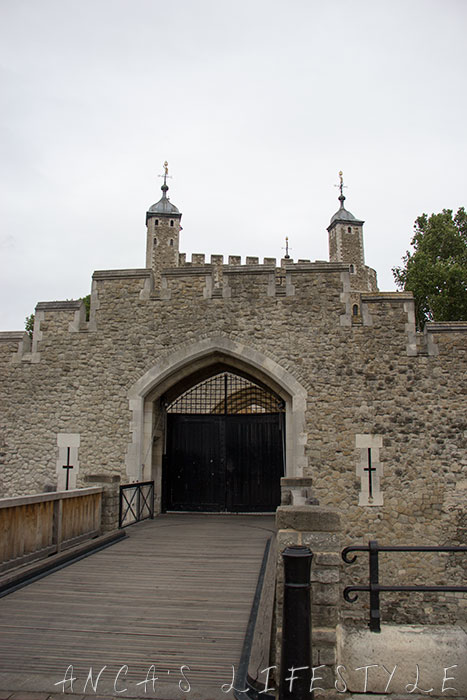 11 Tower of London and Tower Bridge