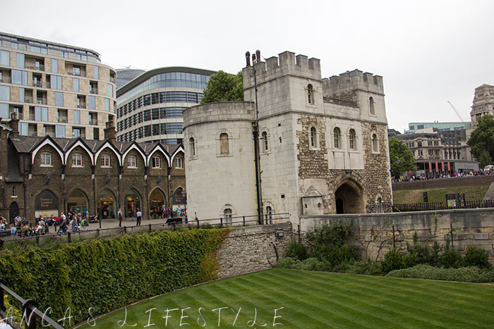 12 Tower of London and Tower Bridge