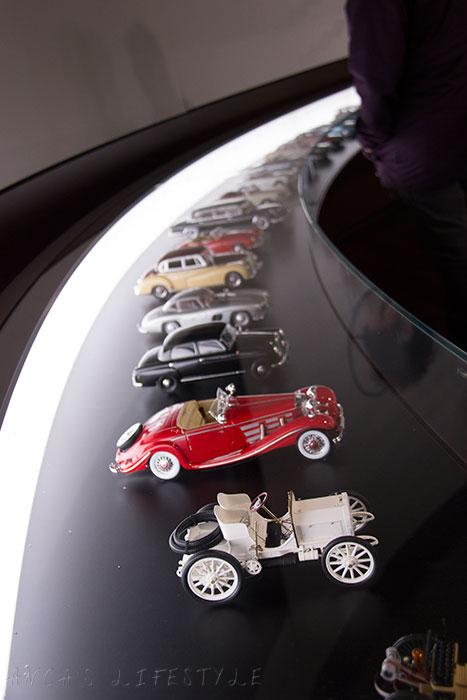 02 Mercedes-Benz World