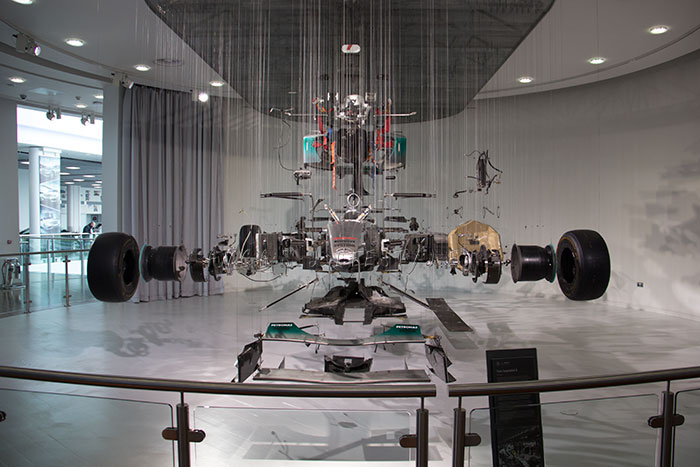 08 Mercedes Benz World