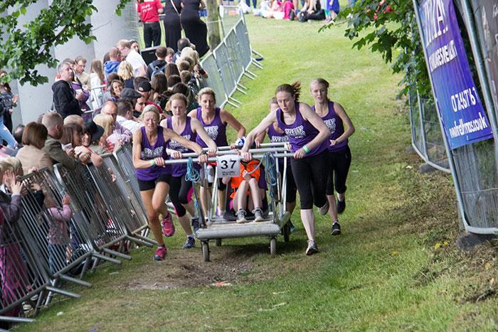 09 Knaresborough Bed race