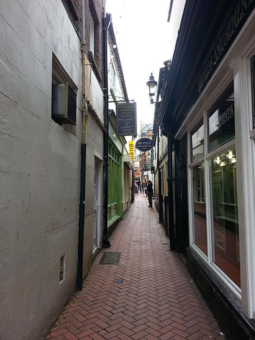 05 Narrow street