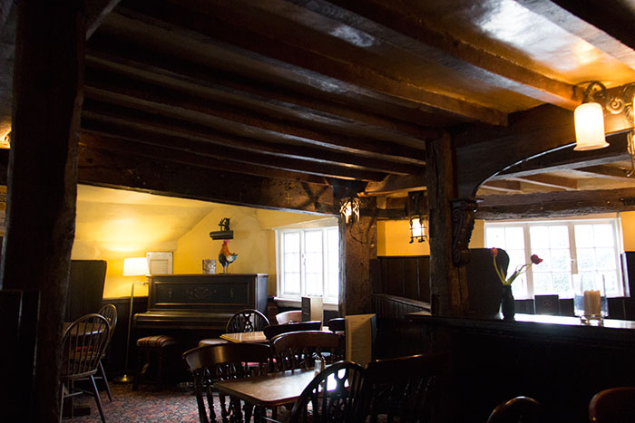 Ye Olde Fighting Cocks, interior
