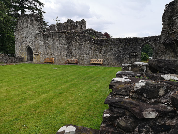 Inchmahome Priory, ruins and grass