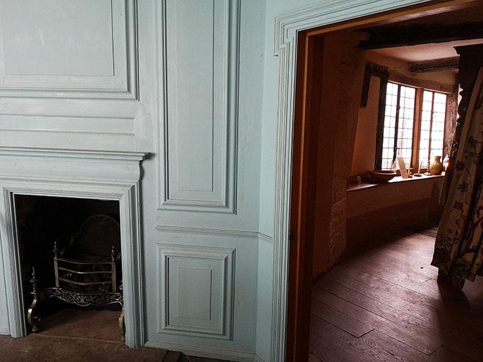 Door between the 18th century and 17th century